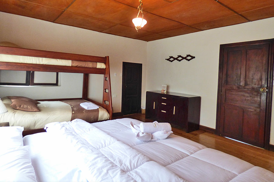 Marquesa, Hosteria Papagayo, Cotopaxi, Ecuador